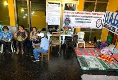 La huelga de la Uagrm se cumple en el paraninfo universitario. Foto: Mauricio Cambará