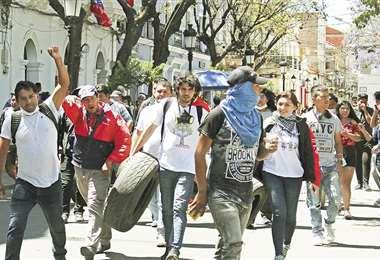 Los jóvenes fueron los protagonistas principales en el inicio del paro con bloqueo que se decretó en la capital tarijeña y en áreas provinciales