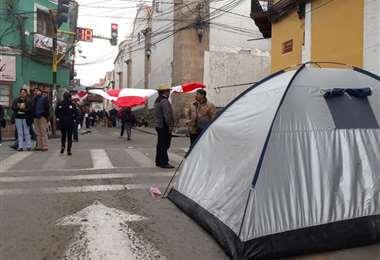 Marchistas instalan carpas para hacer respetar el paro cívico