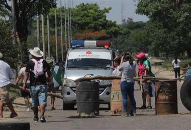Las ambulancias han tenido problemas para pasar los bloqueos. (Foto: Rolando Villegas)