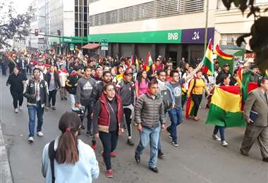 Miles de jóvenes, autoconvocados por redes sociales, toman las calles de La Paz
