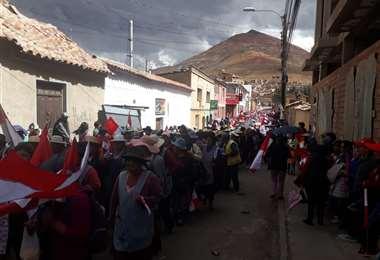 Una masiva marcha se realiza en la Villa Imperial. Foto. Juan Carlos Salinas