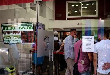 La economía será un factor determinante a la hora de emitir el voto mañana. Foto: AFP