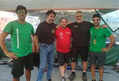 De izquierda a derecha.) Castelo Branco, Piras (ingeniero del equipo), Giordo, Soteras y Fernández. Foto: Rainer Durán
