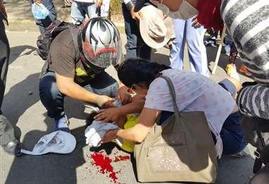 Un vecino defendiendo el paro cayó herido, su cabeza está sangrando