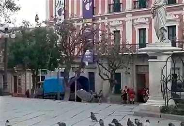 Soldados introdujeron el material a Palacio Quemado I Foto: captura.
