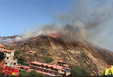 Así se visualiza el incendio del cerro del Cristo Redentor/Foto: Daniel Lacunza
