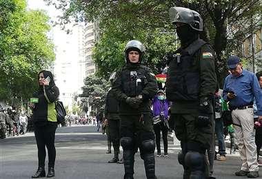 La Policía recurre a gas pimienta para despejar las vías I Foto: Miguel Melendres.