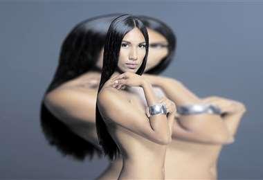 Sus rasgos étnicos embrujaron a la revista Vogue. Se rebeló para ser modelo. Hoy, Adriana Miranda labra su camino.