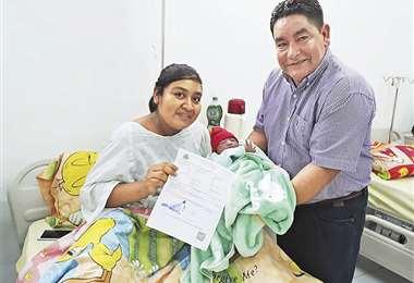 Eliane Aguilar con su bebé