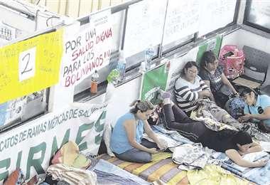 En el segundo día de huelga, el piquete estaba conformado por 15 personas. Continúa el paro médico