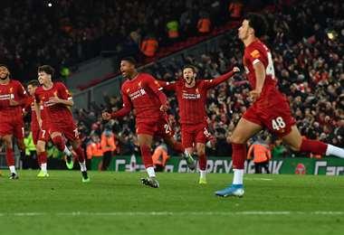Liverpool eliminó en los penales al Arsenal. Foto: AFP