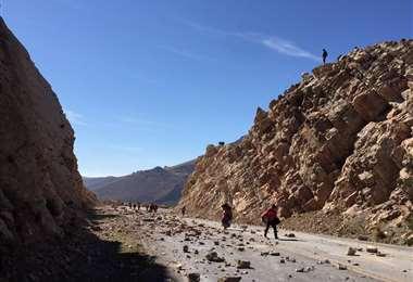 Siguen los bloqueos en algunas carreteras del país I Foto: EL DEBER.