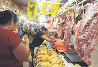 El abastecimiento de carne bovina, de pollo y de cerdo se mantiene estable. Foto: HERNÁN VIRGO