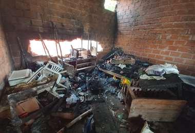 Al menos tres viviendas fueron destruidas y quemadas por los manifestantes en el barrio Cofadena. Foto: Diego Jaramillo