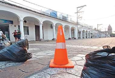 Vecinos del centro de la ciudad decidieron custodiar las oficinas del Servicio de Impuestos Nacionales