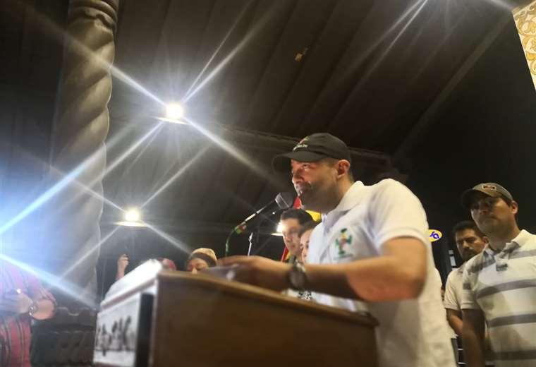 Camacho se quebró durante su discurso esta noche. Foto Alvaro A.