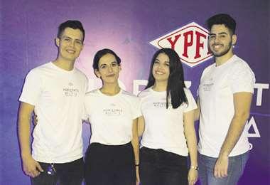 Los guías del stand. Rhoy Armando Parra, Aida Bel Herrera, Celeste Justiniano y Bruno Medina