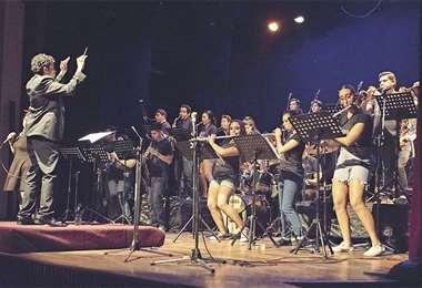 Las melodías que hicieron furor entre los años 1970 y 2000 estarán en el repertorio. Foto: BANDA SINFÓNICA DE LA SIERRA