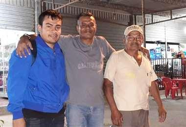 El momento en que Carlos sale de Palmasolay se reúne con su familia | Foto: Ministerio de Justicia