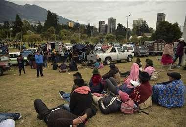 Los indígenas acampan en Quito luego de días de protestas contra el aumento en los precios del combustible. Foto AFP