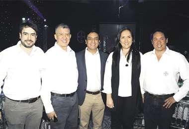 Anfitriones. Vicente Bataglia, Óliver Cáceres, Edwin Arroyo, Griselda Mendoza y Alexander Peraza