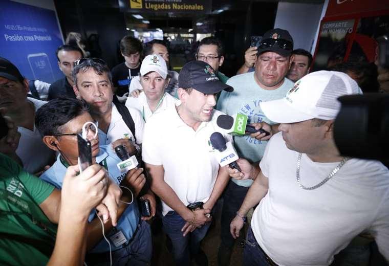 """""""Respetemos a la prensa, dejémosla circular libremente"""", pidió Camacho a la población,"""