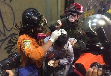 La sede de Gobierno vivió una noche violenta I Foto: Jesús Alanoca.