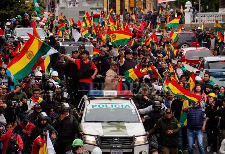La rojo, amarillo y verde se agitaba al paso de los líderes cívicos (APG)