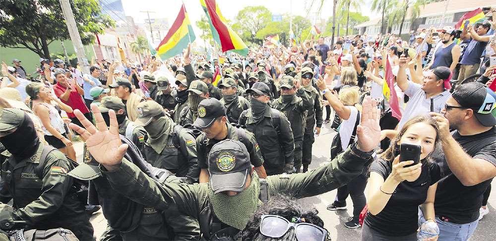 Las marchas salieron de las EPI's y de las unidades policiales. Fueron aclamadas en las calles por la ciudadanía, que aplaudió a los agentes por unirse al pueblo en sus demandas