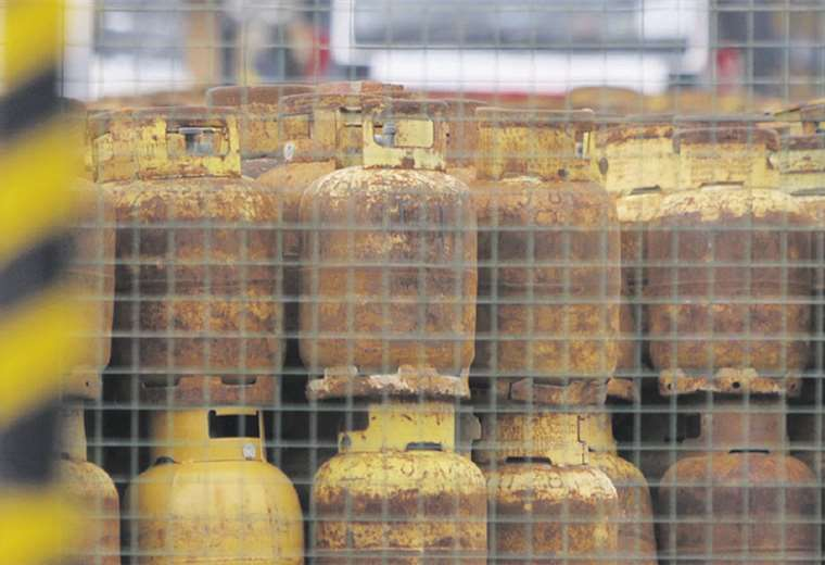 YPFB pide reactivar producción y distribución de combustibles