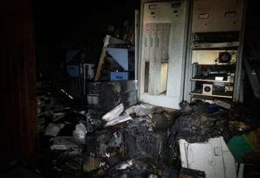 Parte de las instalaciones de la red televisiva que fueron saqueadas e incendiadas