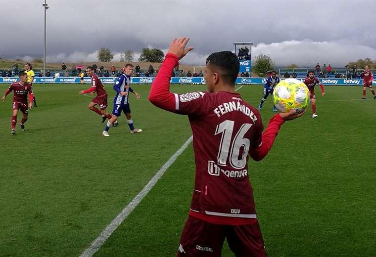 El boliviano Roberto Carlos Fernández estuvo firme en el lateral izquierdo de Leonesa. Foto. @CyDLeonesa
