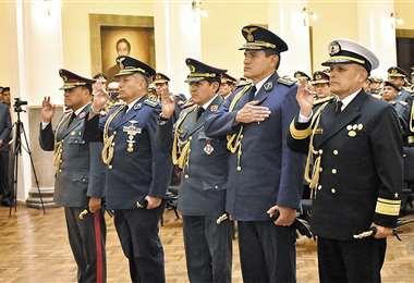 Carlos Orellana, Pablo Guerra, Iván Inchauste, Ciro Orlando Álvarez y Moisés Mejía durante su posesión