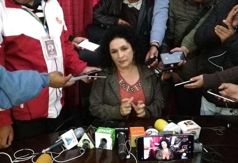 La nueva alcaldesa de Sucre conversó con la prensa. Foto. William Zolá