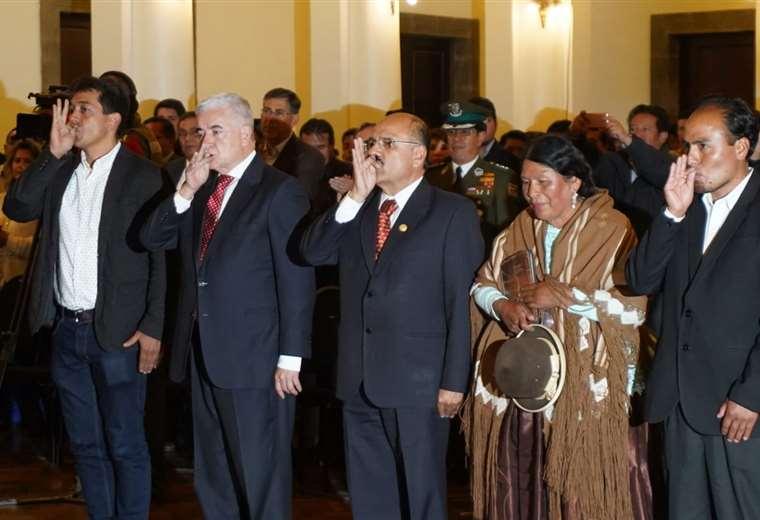Zamora, Rojo, Cruz, Yujra, Navarro juran como nuevos ministros de Estado. Foto: APG