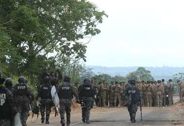 En Yapacaní hay grupos que tomaron las instalaciones de la Policía. Foto Jorge Uechi