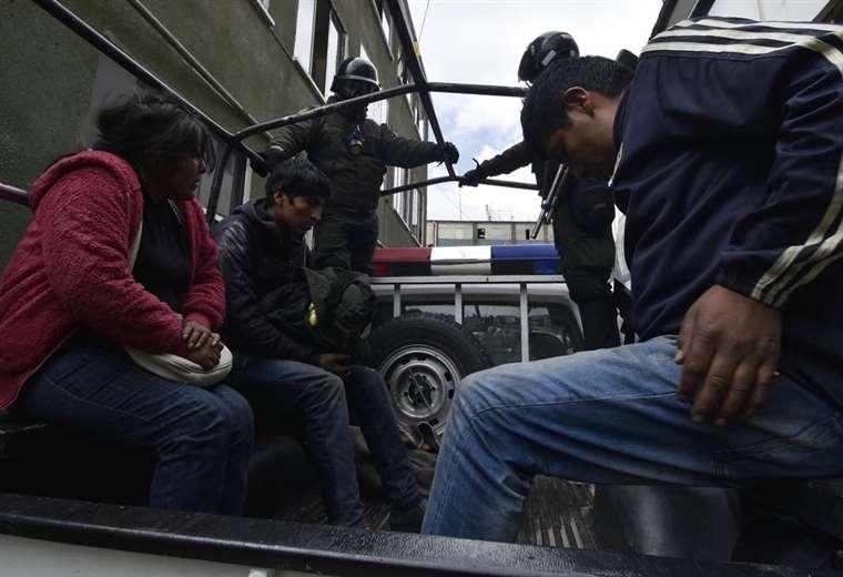 Los aprehendidos están en celdas dela Felcc I Foto: APG Noticias.