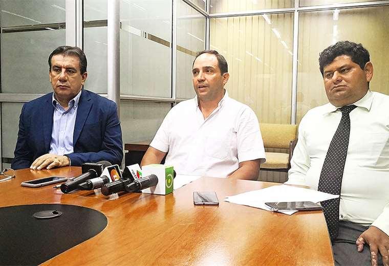 El presidente de Cotas (centro), Eduardo Moreno, pidió a las autoridades no perder el rumbo del caso. Foto: ÁLVARO ROSALES
