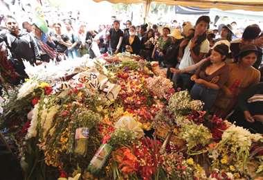 Los restos mortales de cinco cocaleros son velados en Sacaba. Foto: APG