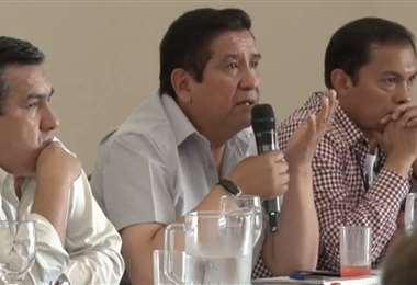 El vicepresidente Robert Blanco, el presidente César Salinas y el director Jaime Cornejo, miembros de la FBF. Foto: Captura