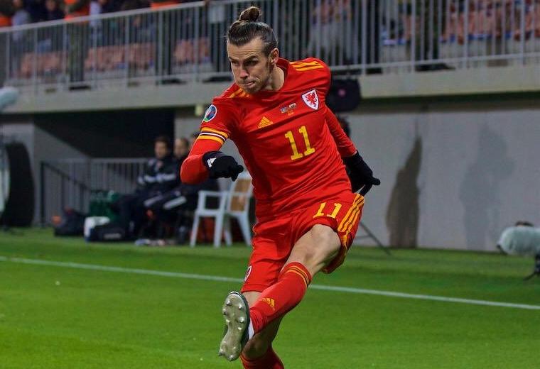 Bale jugó 60 minutos en el triunfo de su selección en Bakú. Foto: Twitter