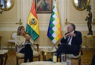 Jean Arnault, enviado de la ONU, se reunió con la presidenta Jeanine Añez. Foto: ABI