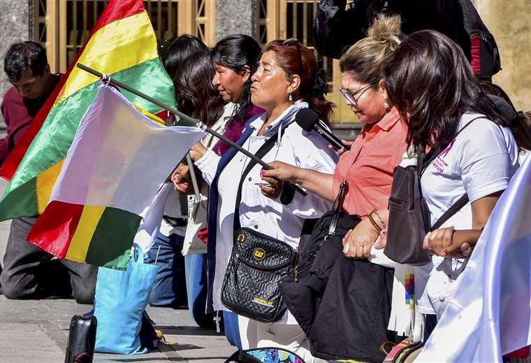 Un grupo de ciudadanos sale a pedir pacificación en La Paz. Foto: APG