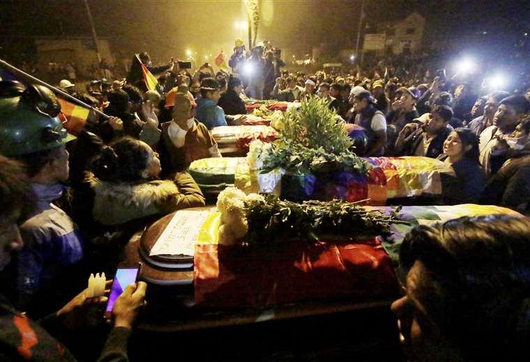Los cuerpos de los fallecidos fueron velados  la noche del viernes en Sacaba