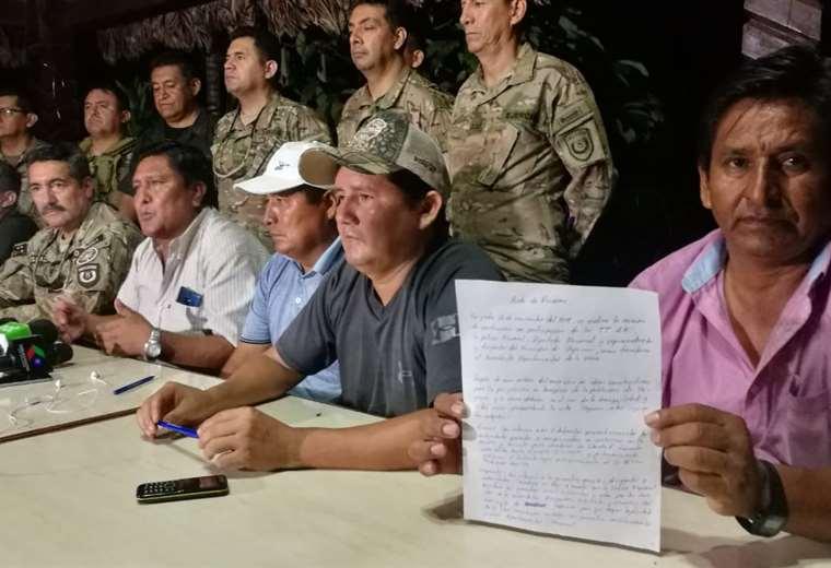 Los dirigentes muestran el acuerdo con las autoridades, que al final fue desconocido