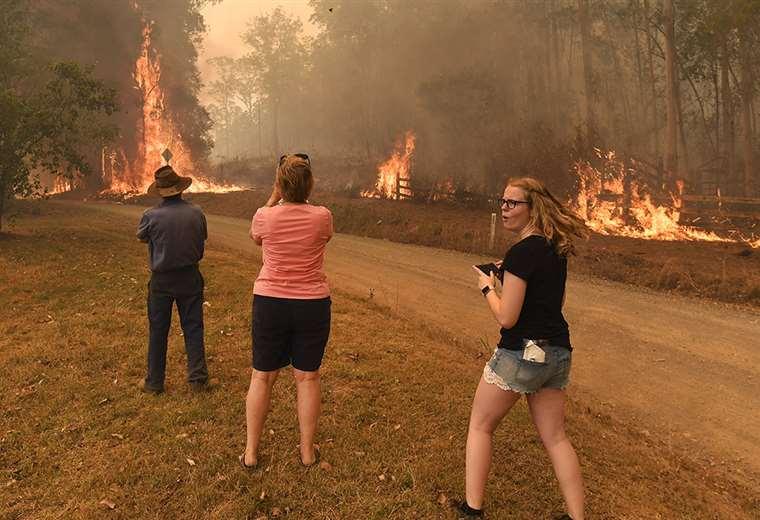 El hombre inició el incendio y luego no hizo nada para detenerlo