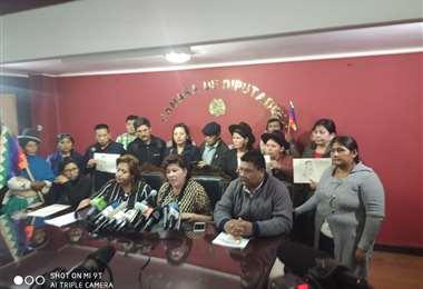 una veintena de legisladores oficialistas convocaron una reunión de jefes de bancada
