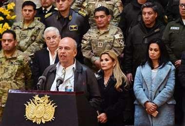 El ministro Murillo informó del operativo en Conaltid de Santa Cruz. Foto: ABI