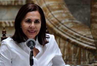 Ministra de Relaciones Exteriores, Karen Longaric